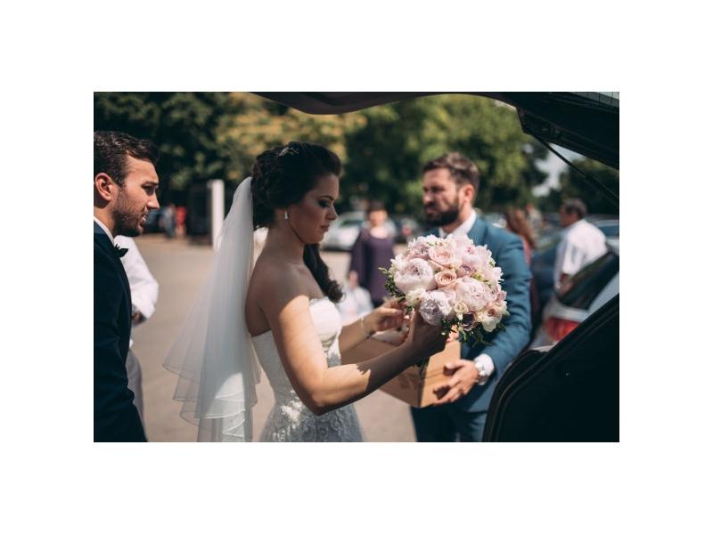 Florile pentru Irina si Nicu, martori tacuti si eleganti ai iubirii